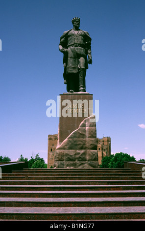 May 28, 2006 - Statue of Timur (Tamerlane) at the White Palace in the Uzbek town of Shakhriabaz. - Stock Photo