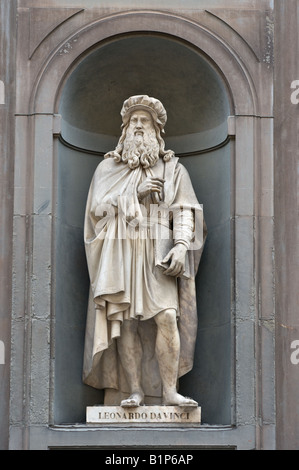 Leonardo Da Vinci statue outside Uffizi Florence Italy created by Luigi Pampaloni in 1842 - Stock Photo