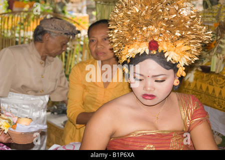 The tooth filing ceremony, in Bali (Indonesia). La cérémonie du limage de dents à Bali (Indonésie). - Stock Photo