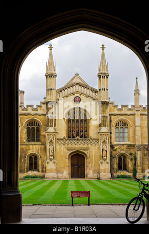 View through the Main Gate to New Court  and the Chapel at Corpus Christi College, Cambridge University, England, - Stock Photo