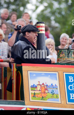 David Suchet OBE officially opening the 2008 Braunston Historic Narrowboat Rally from the traditional butty Raymond - Stock Photo