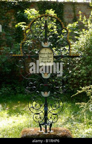 Wrought iron cross, Gabriel von Seidl's grave, Alter Suedlicher Friedhof, Old Southern Churchyard, Isarvorstadt, - Stock Photo