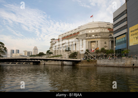 Fullerton Hotel and Anderson Bridge on the Singapore River, Singapore, Southeast Asia - Stock Photo