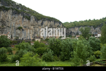 Cliffs near Cabrerets, Lot region, France. Near Peche-Merle caves - Stock Photo