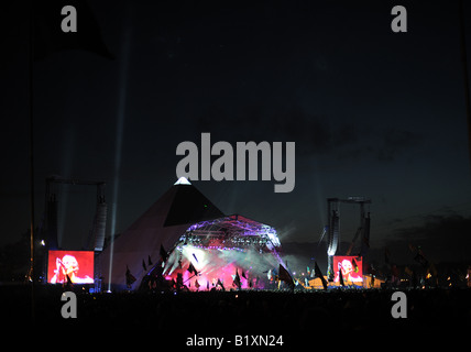 Glastonbury festival The Verve on the Pyramid stage - Stock Photo
