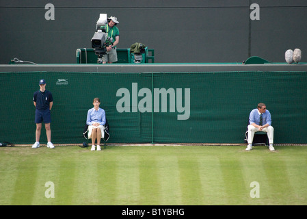 Line judges, a ball boy and the camera man wait for play to begin in the Willaims Kanepi game during Wimbledon 2008 - Stock Photo