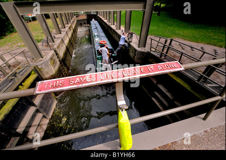 Safety on Britain's waterways. A lifebuoy hangs at locks near Stratford-Upon-Avon with 'this saves life' signage - Stock Photo