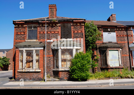 House in Kings Street, Bootle, Liverpool boarded up ready to be demolished. - Stock Photo