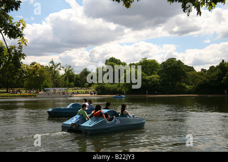 Boats on the Serpentine lake Hyde Park - Stock Photo