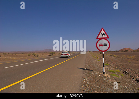 Taxi on Route 28 near Ibra Oman Date 12 03 2008 Ref ZB917 111153 0029 COMPULSORY CREDIT World Pictures Photoshot - Stock Photo