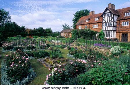 The Manor House Upton Grey Hampshire Rose Rosa The Garland brick ...