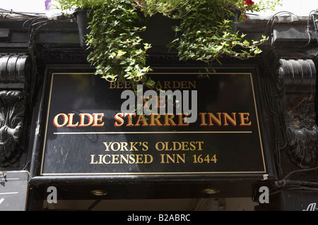 YE OLDE OLD STARRE STAR INNE INN PUB PUBLIC HOUSE SUMMER YORK CITY UNITED KINGDOM UK - Stock Photo
