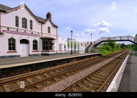 Llanfairpwllgwyngyllgogerychwyrndrobwlllantysiliogogogoch station and railway track the longest place name in Europe - Stock Photo