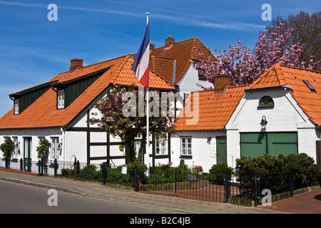 Historic timber-framed houses in Arnis on the Schlei River, flag of Schleswig-Holstein, Bad Arnis, Schleswig-Holstein - Stock Photo
