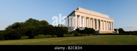 Sunlight bathes the eastern facade of the Lincoln Memorial in Washington DC shortly after dawn - Stock Photo