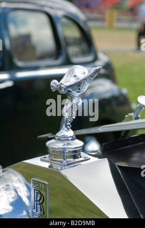 Mascot on a classic Rolls Royce - Stock Photo