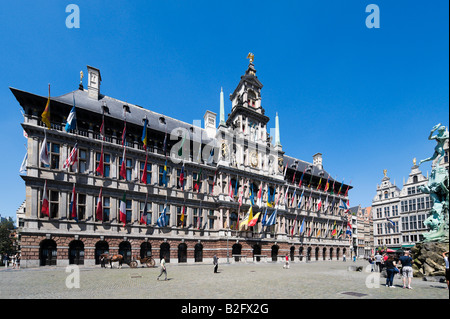 The Stadhuis and Brabo Fountain in the Grote (Markt Main) Square in the centre of the old town, Antwerp, Belgium - Stock Photo
