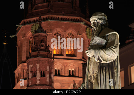 Gothic st martin cathedral johannes gutenberg statue skulptur mainzer dom at night illuminated germany - Stock Photo
