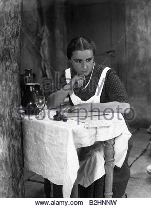 Porten, Henny, 7.1.1890 - 15.10.1960, German actress, full length, scene from movie, 'Backstairs' (Hintertreppe), - Stock Photo