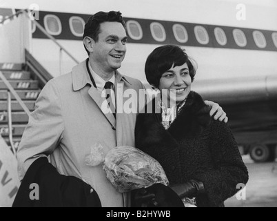 Nirenberg, Marshall Warren, * 10.4.1927, American biochemist and geneticist, with wife Perola, arrival at Stockholm - Stock Photo