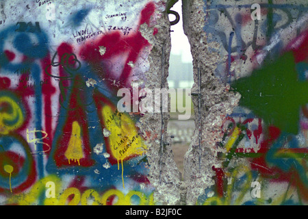 Germany, reunification, fall of the Berlin Wall, wall with hole and graffiti, between Potsdamer Platz and Brandenburg - Stock Photo