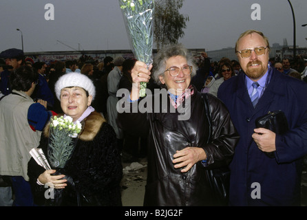 geography/travel, Germany, reunification, fall of the Berlin Wall, 9.11.1989, checkpoint Bernauer Strasse, 10.11.1989, - Stock Photo