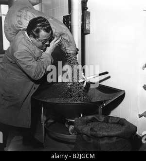 foof and beverages, coffee, coffee roasting, worker filling roasting machine with coffee beans, 1970s, Additional - Stock Photo