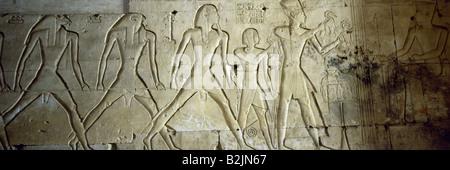 Seti I, circa 1323 - 1279 BC, King of Egypt 1290 BC - 1279 BC (19th Dynasty), with son Ramesses II, sacrificing - Stock Photo