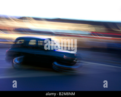 BLACK TAXI CAB (©LONDON TAXI COMPANY 2008) PICCADILLY CIRCUS LONDON ENGLAND UK - Stock Photo