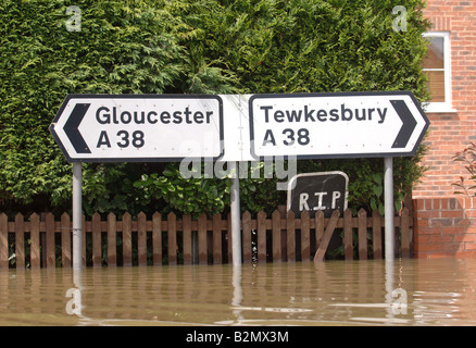 A ROADSIGN ON THE A38 ROAD IN SANDHURST POINTING THE WAY TO GLOUCESTER AND TEWKESBURY UK WHICH WERE BOTH FLOOD STRICKEN - Stock Photo