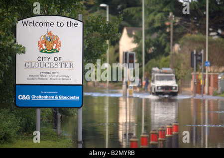 A WELCOME TO GLOUCESTER SIGN ON TEWKESBURY ROAD IN THE LONGFORD AREA WHICH SUFFERED FROM FLOODING JULY 2007 UK - Stock Photo