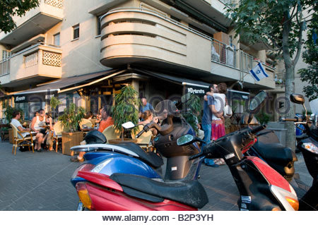 Cafe and street scene in Florentine a hip, 'cool' neighborhood in the southern part of Tel Aviv, Israel - Stock Photo