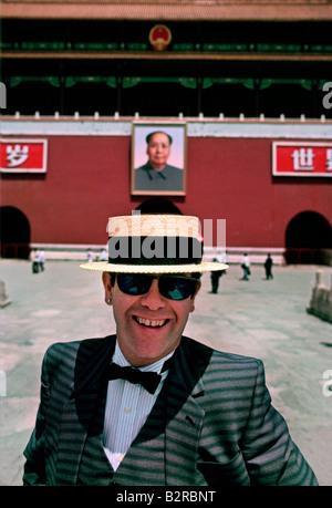 ELTON JOHN IN CHINA 1983 - Stock Photo