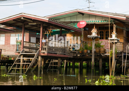 Old wooden house on stilts on the chao phraya river for Thai classic house 2