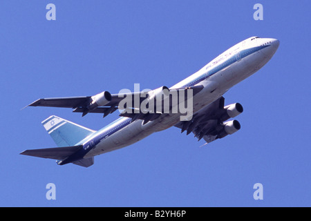 Boeing 747 operated by El Al climbing out from London Heathrow Airport - Stock Photo