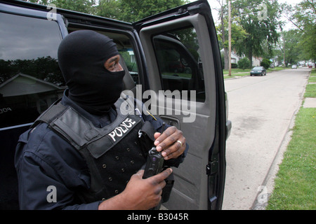 Detroit Narcotics cop wearing face mask to hide his identity - Stock Photo