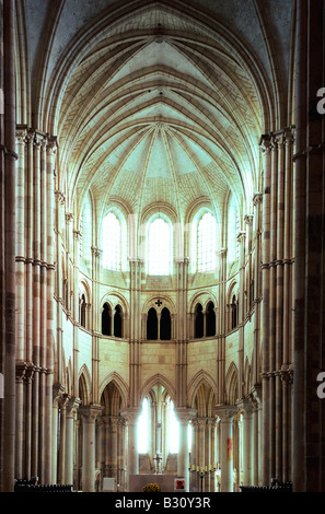 Church of St Mary Magdalen Magdalene Vezelay Gothic chancel pointed arches apse route St james of Compostella pilgrims - Stock Photo