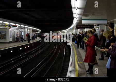 Circle/District line platform Bank/Monument London Underground Station - Stock Photo