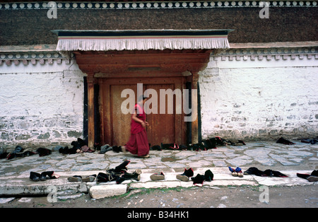 July 24, 2006 - Shoes outside a temple at Labrang Lamma Buddhist monastery in Xiahe in China's Gansu province. - Stock Photo