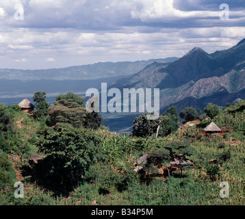 Kenya, Kabarnet, Tugen Hills. Traditional thatched homesteads perched on top of the fertile Tugen Hills, looking - Stock Photo