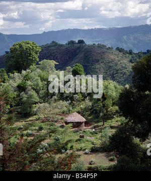 Kenya, Kabarnet, Tugen Hills. A traditional thatched home of the Tugen people nestles on a crest of the picturesque - Stock Photo