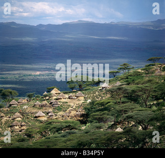Kenya, Cherangani Hills, Tot Escarpment. Traditional Marakwet homesteads built on the rocky eastern slopes of the - Stock Photo