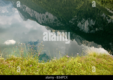 Austria Upper Austria Gosau Lake Gosau in the Dachstein Mountains The mountains reflecting in the still clear water - Stock Photo