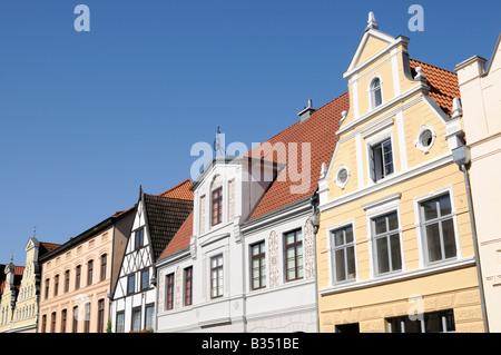 Häuserzeile in Wismar Mecklenburg Vorpommern Deutschland Row of houses in Wismar Mecklenburg Western Pomerania Germany - Stock Photo