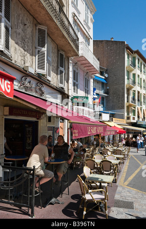 Harbourfront cafe on the Quai St Pierre in the old town (Le Suquet), Cannes, Cote d'Azur, Provence, France - Stock Photo