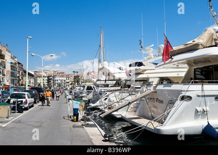 Luxury yachts in the Vieux Port (the old harbour), Quai St Pierre, Cannes, Cote d Azur, Provence, France - Stock Photo