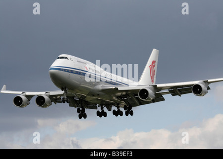 Air China Boeing 747-400 on approach - Stock Photo