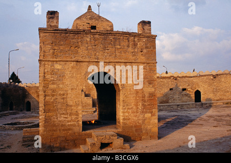 Azerbaijan, Absheron Peninsula, Surakhani, nr. Baku. Restored by Parsees from India, this ancient Zoroastrian fire - Stock Photo
