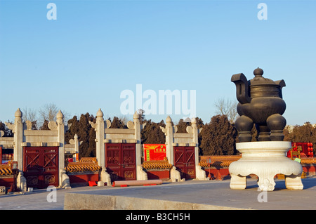 China, Beijing, Ditan Park. Temple gates and monument. - Stock Photo