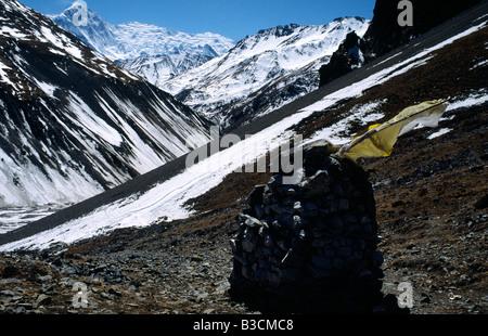 PICTURES CREDIT DOUG BLANE Trekking around the Annapurna circuit in Himalayan Kingdom of Nepal Nepalese Himalayas - Stock Photo